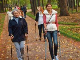 Cкандинавская ходьба - как правильно ходить для похудения фото